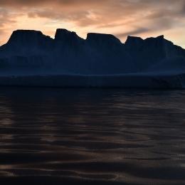 モーソン基地沖の氷山