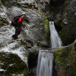 斜里岳。連続する滝。見た目はきれいだが、登りには苦戦
