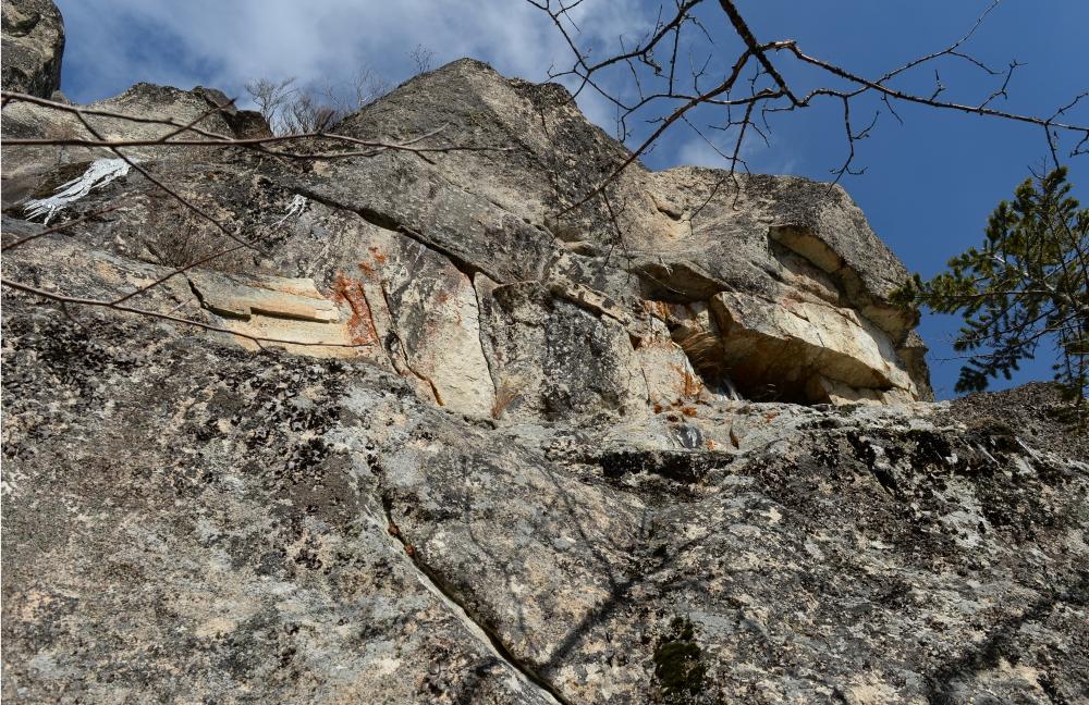 剣山。花崗岩の岩壁はクライミングに適している