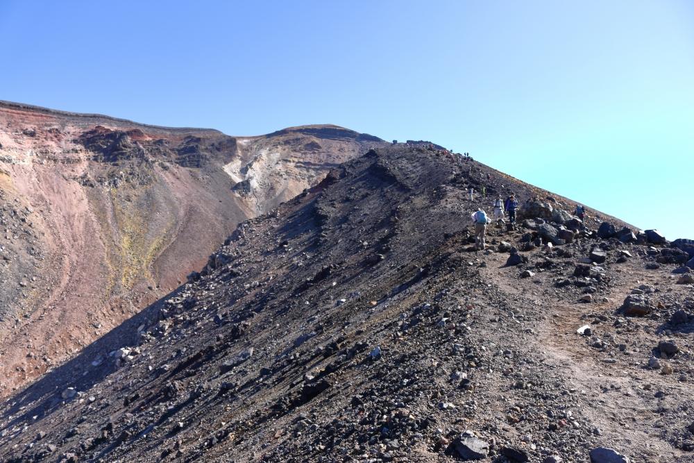 旭岳5合目付近。左は地獄谷
